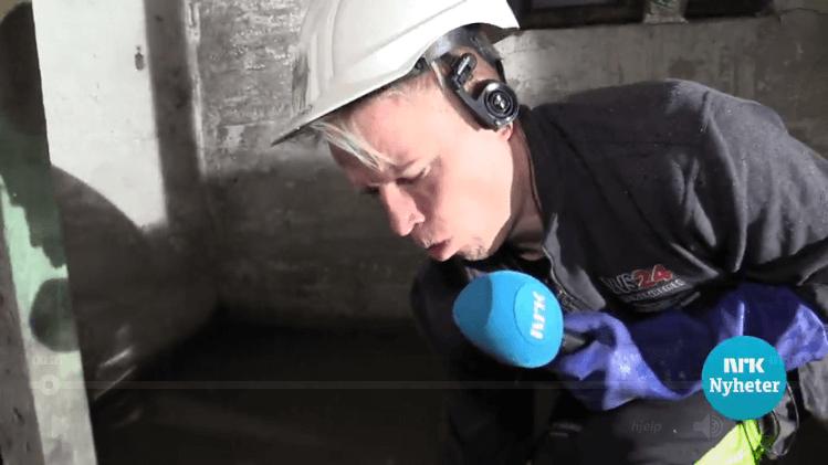 NRK-reporter Christer Johngaard i kloakken